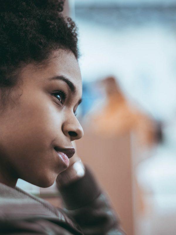Wij bieden (zwangere) vrouwen in een crisis situatie, de ondersteuning om te kunnen kiezen voor een toekomst samen met hun kind(eren).